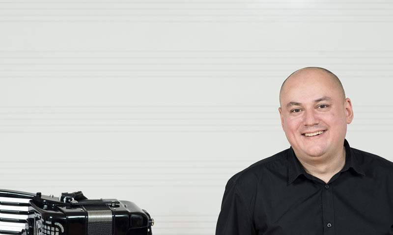 Nikola Puček, prof., harmonika